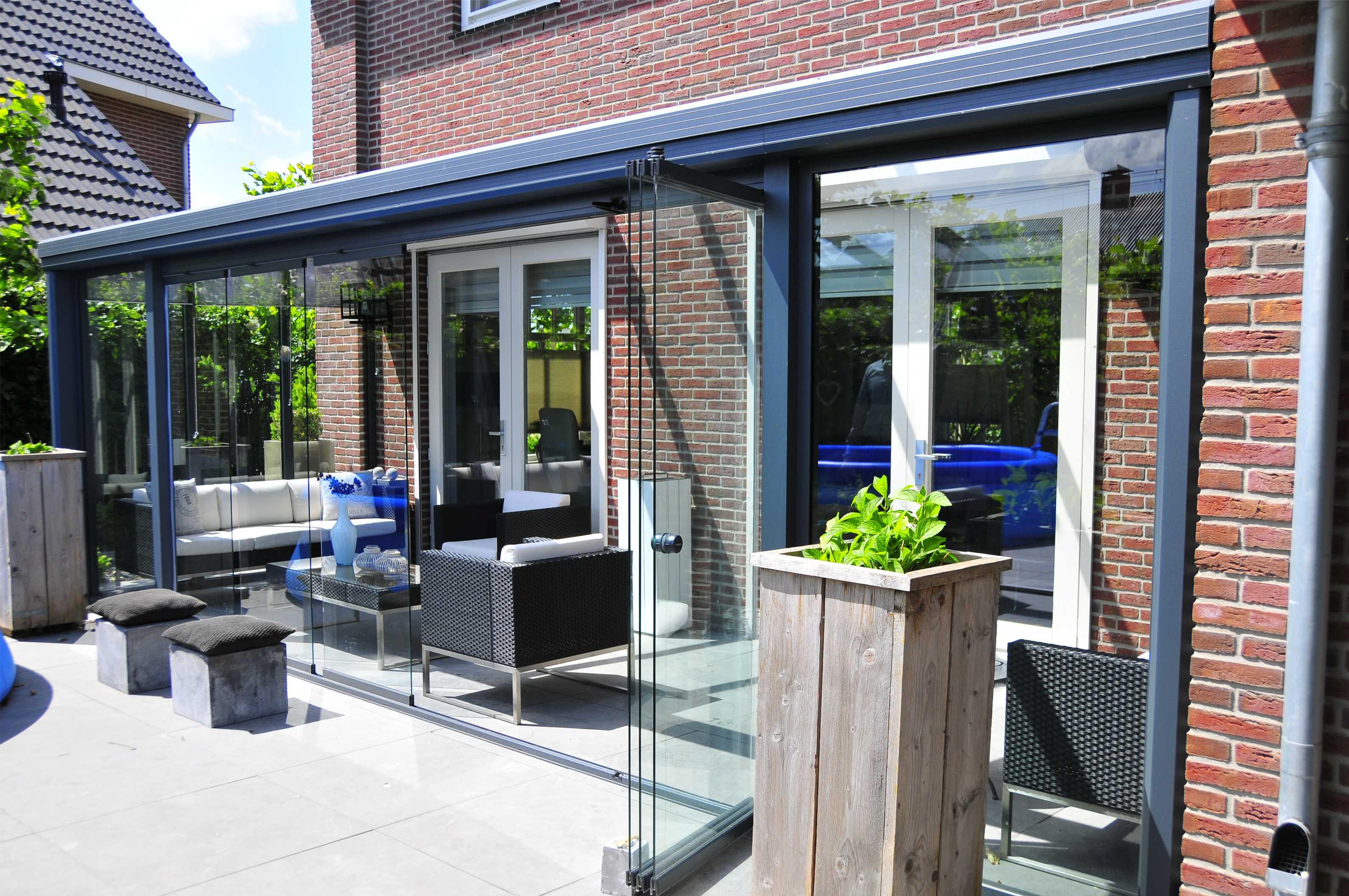 Que ce soit lors de festivités ou d 'un barbecue, cette pergola donnera une toute autre dimension à votre maison et a votre terrasse.